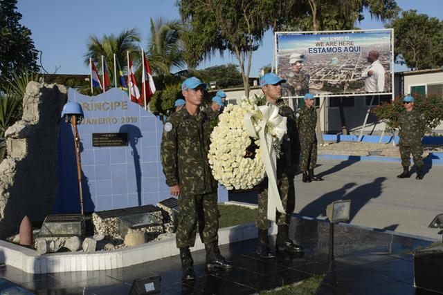 Exército reverencia militares brasileiros vitimados no terremoto de 2010, durante Missão de Paz no Haiti