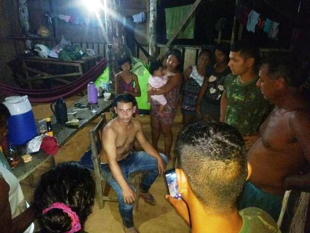 Militares do Exército que compõem Grupo de Busca e Salvamento resgatam jovem perdido na Selva Amazônica