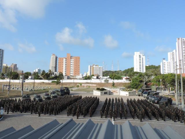 """A Operação """"Potiguar III"""" emprega cerca de 2,8 mil militares em Natal e Mossoró, no Rio Grande do Norte"""