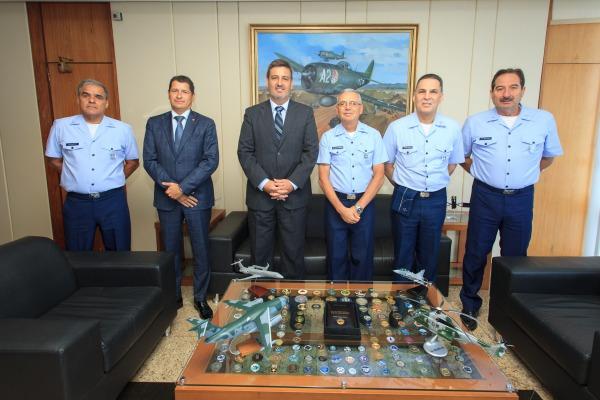 Comando da Aeronáutica recebe Diretor da Polícia Federal para tratar de operação de ARP