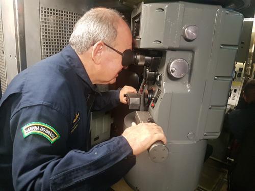 Comandante da Marinha se faz ao mar a bordo do Submarino Tupi