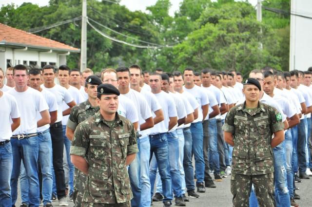 Exército realiza licenciamento de militares incorporados em 2017