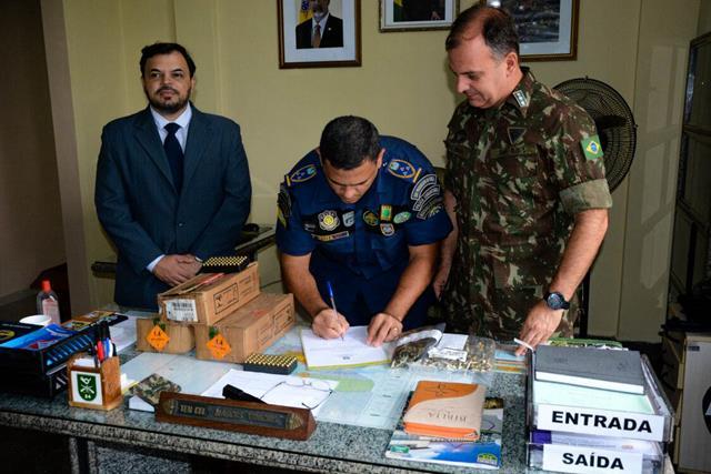 Exército Brasileiro doa um lote de 3.000 mil cartuchos calibre 380 treina à Guarda Municipal de São Luís