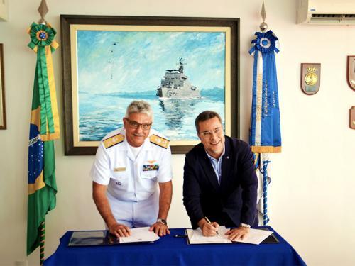 Marinha e UEA firmam convênio para ampliar atendimento de saúde a ribeirinhos