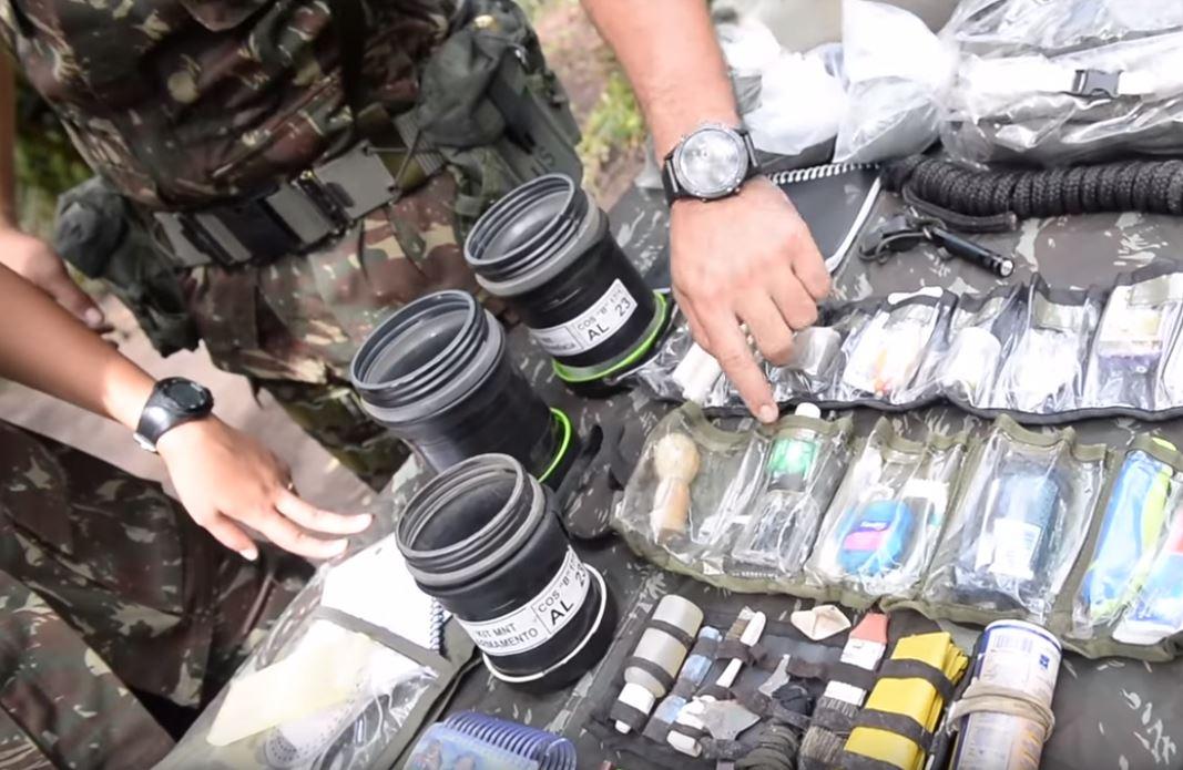 Exército Brasileiro faz unboxing da mochila do Combatente de Selva