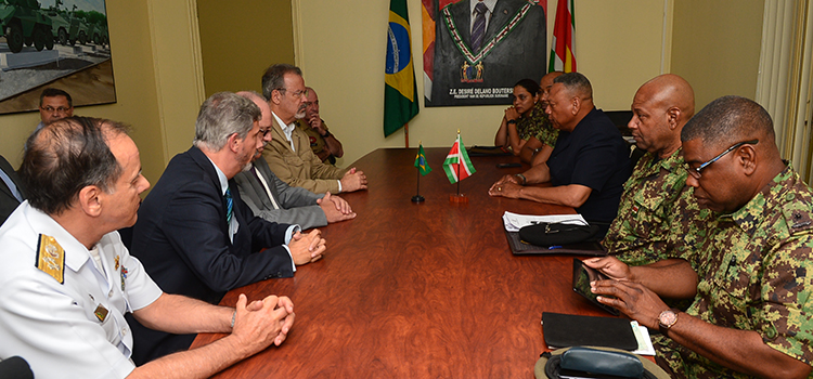 Defesa em comitiva oficial no Suriname reafirma acordos de cooperação