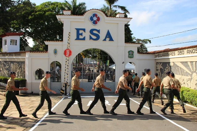 Quase 700 alunos do Curso de Formação de Sargentos 2018 assistem Aula Inaugural que abre o ano letivo da ESA