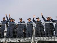 Militares acenam na hora da partida. Foto: Luise Martins/UNIC Rio