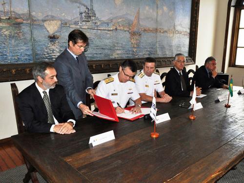 Marinha do Brasil assina acordo de cooperação com o SESI/FIRJAN