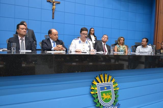 """Aluno do Colégio Militar de Campo Grande é um dos mais novos """"deputados"""" na Assembleia Legislativa."""