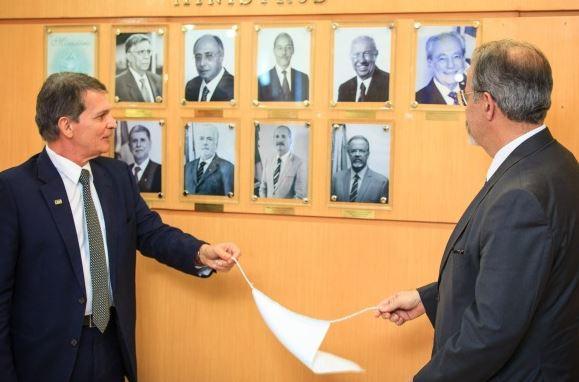 General Silva e Luna assume como Ministro interino da Defesa