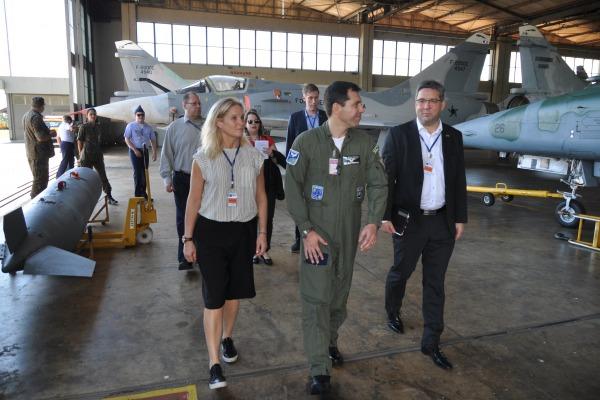 Comitiva da fabricante do caça Gripen NG realiza nova verificação estrutural na Ala 2