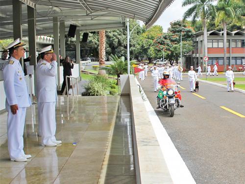CIAB e GptFNB realizam cerimônia em comemoração ao 210º aniversário do Corpo de Fuzileiros Navais