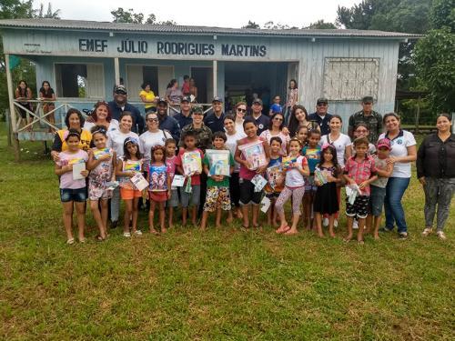 Voluntárias Cisne Branco de Cruzeiro do Sul realizam ação social em zona rural no Alto Juruá