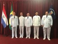 Militares agraciados juntos a autoridades da Armada Paraguaia