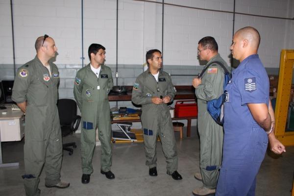 Esquadrão Pacau recebe visita da Força Aérea Americana