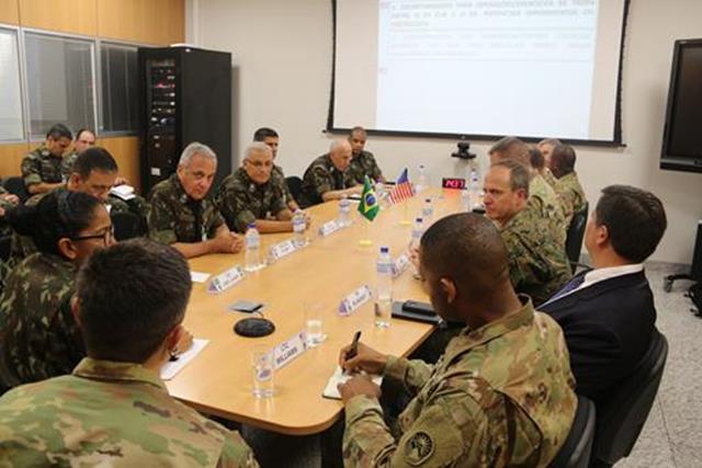 Comitiva do Exército Sul dos EUA visita o COTER