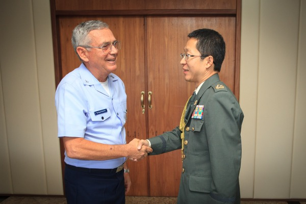 Comandante da Aeronáutica se reúne com Adido do Japão