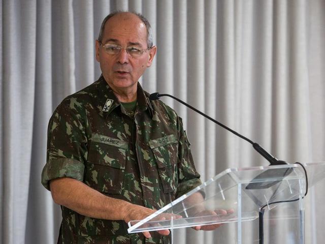 Federação da Indústria do Estado de Santa Catarina homenageia Chefe do Departamento de Ciência e Tecnologia pela aproximação com a indústria