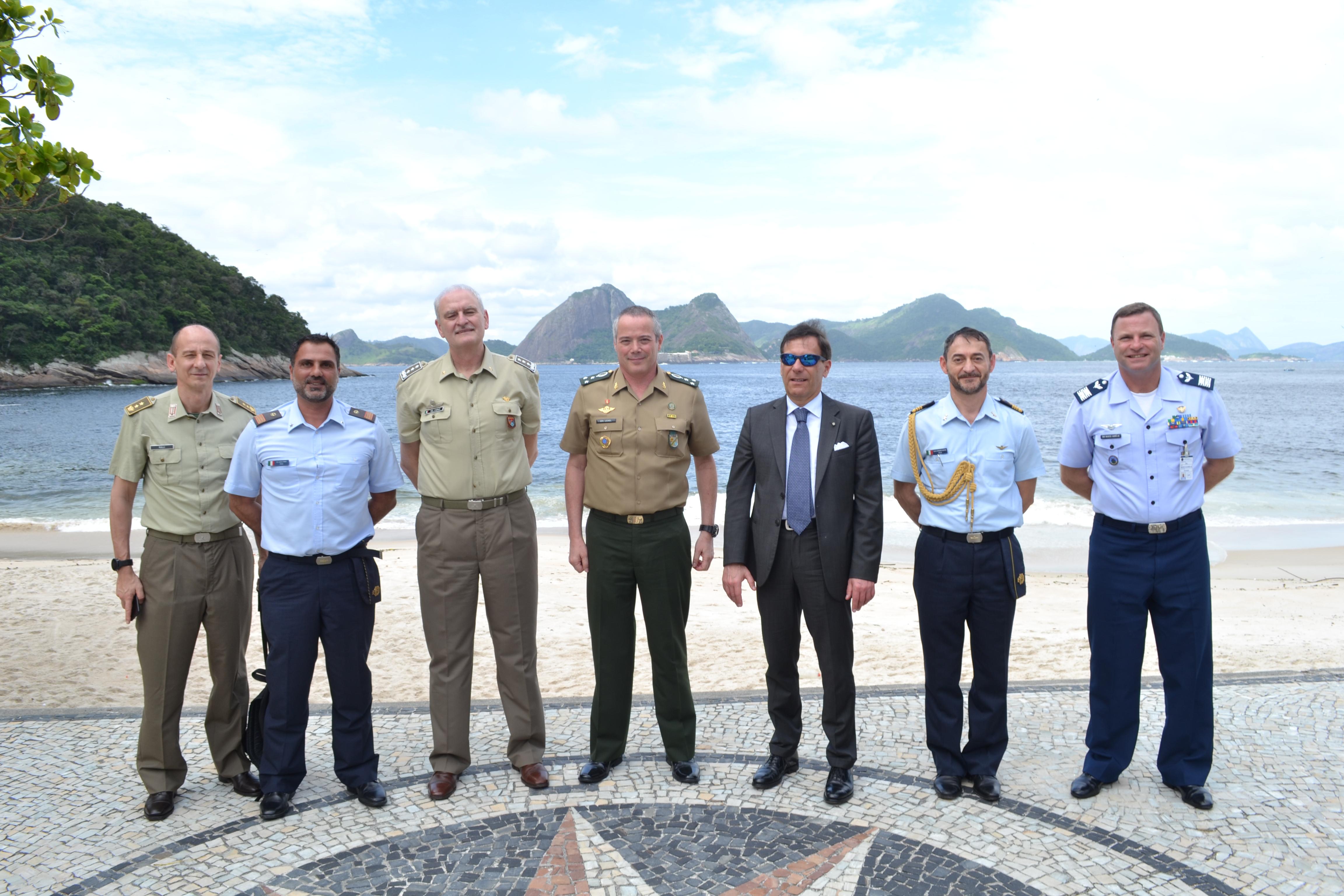 Comitiva do Centro de Altos Estudos de Defesa da Itália Realiza Visita à ESG