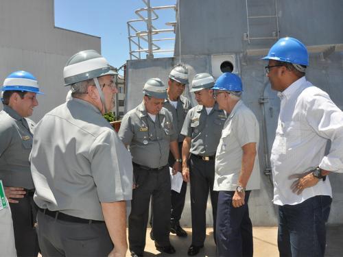 """Diretor-Geral do Material da Marinha visita as instalações do Navio Patrulha """"Maracanã"""""""
