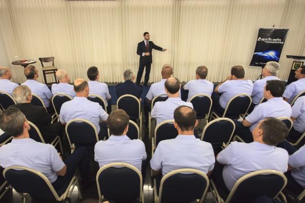 Oficiais-Generais da FAB assistem à palestra sobre segurança, política e economia