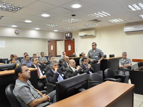 Comando do Controle Naval do Tráfego Marítimo recebe comitivas de órgãos federais