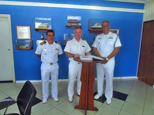 Adido de Defesa do Reino Unido visita Base Naval de Val de Cães