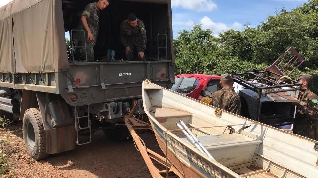 Exército Brasileiro ajuda Defesa Civil de Tocantins no resgate de indígenas após alagamento causado pela cheia do Rio Formoso.