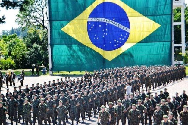 FAB realiza cerimônia de Substituição da Bandeira Nacional em Brasília