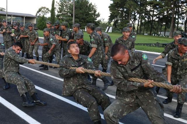 """Soldados incorporados disputam """"Taça Alvorada"""" no 15º Grupo de Artilharia de Campanha Autopropulsado"""