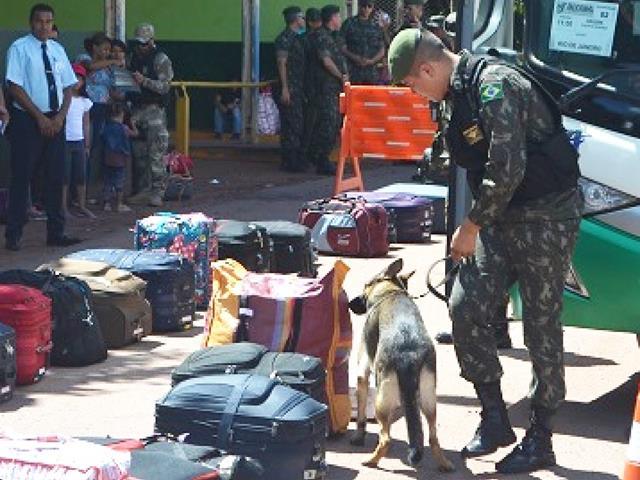 Tráfico de pessoas, armas e drogas e crimes ambientais são reprimidos com ações na fronteira oeste do País.