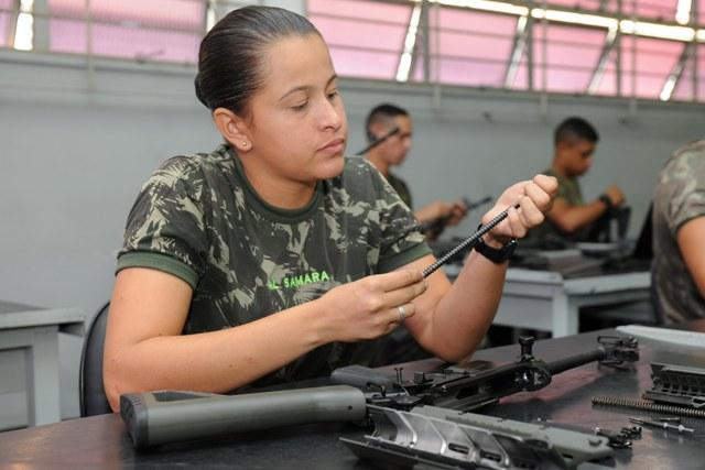 1ª Turma mista na formação de sargentos da linha bélica tem 56 mulheres iniciando carreira militar em 2018.