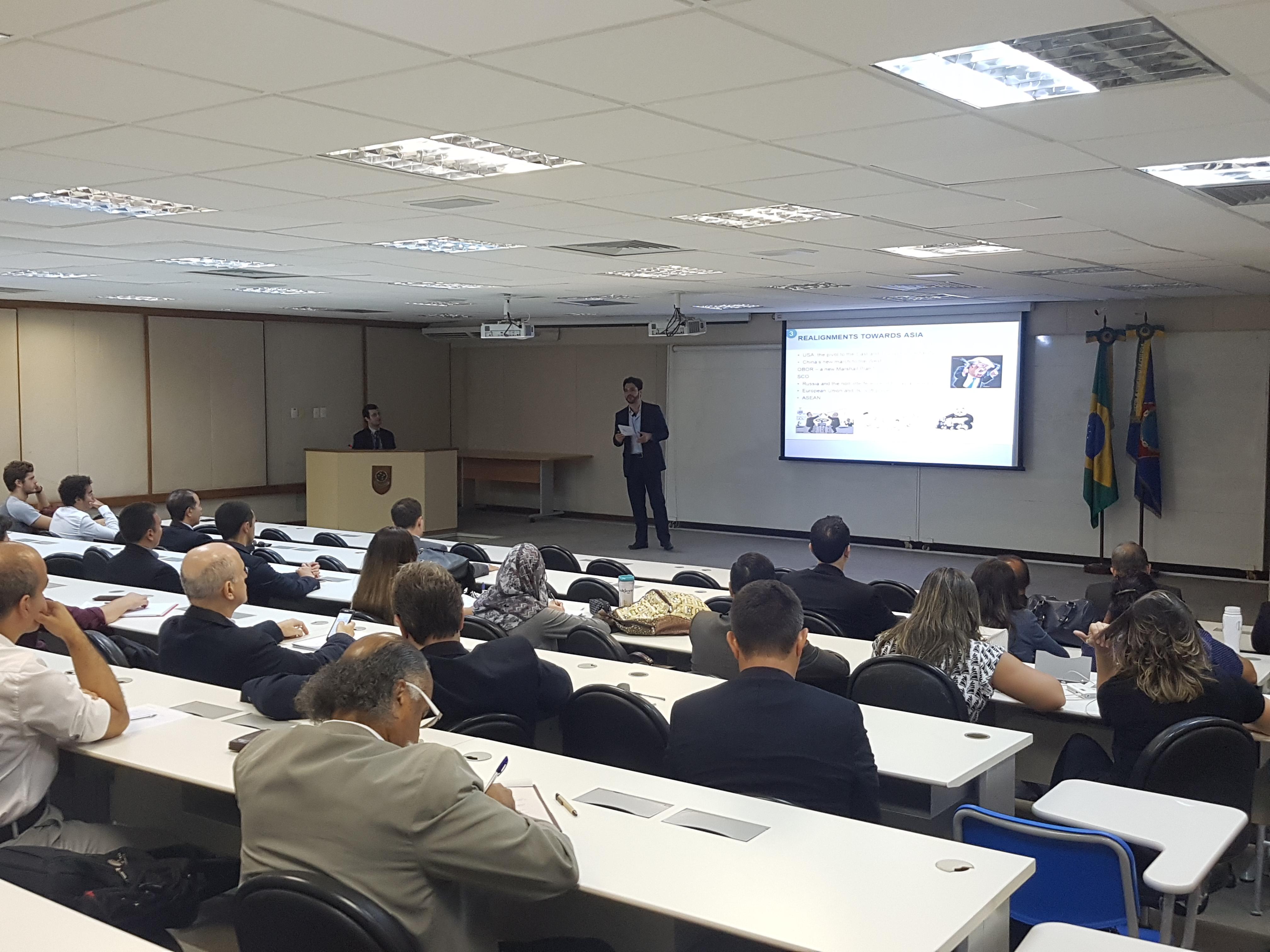 DIPLOMATA BRASILEIRO COMPARTILHA SUA EXPERIÊNCIA EM PAÍSES ASIÁTICOS