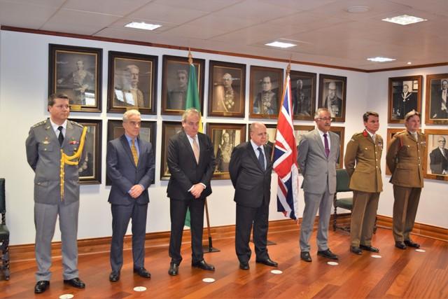 Cerimônia alusiva ao Dia do Exército Brasileiro em Londres e entrega da Medalha Exército Brasileiro à autoridades brasileiras e estrangeiras