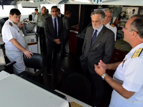 """Embaixador do Brasil e Ministro da Defesa do Chipre visitam a Fragata """"Independência"""""""
