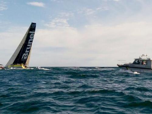 """Embarcações da Marinha do Brasil, em Itajai, auxiliam na chegada dos veleiros participantes da """"Volvo Ocean Race"""""""