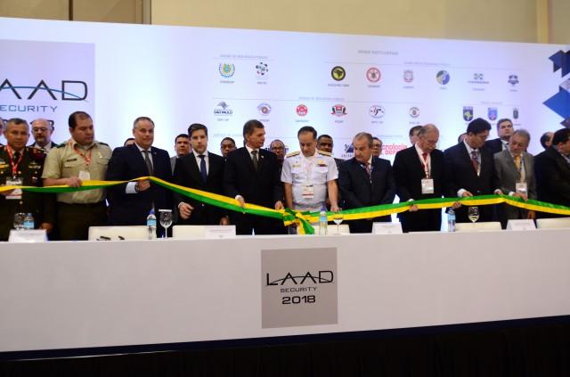 Exército participa da LAAD Security, maior e mais importante feira de defesa e segurança da América Latina.