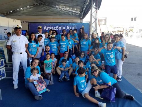 Marinha recebe alunos de projeto social durante a Volvo Ocean Race