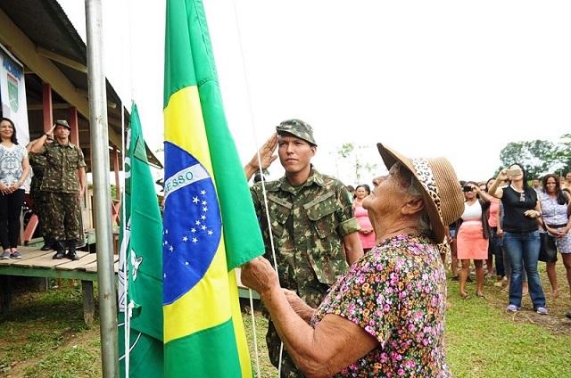 """""""Além do dever"""": Exército leva recursos de saúde e civismo à comunidade carente do interior do Acre"""