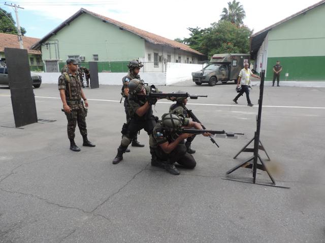 Centro de Adestramento Leste conduziu instruções a policiais militares do Rio de Janeiro, no contexto da Intervenção Federal, uma das ações estruturantes de recuperação da capacidade operativa e otimização no emprego da força policial no estado