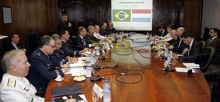 Ministros do Brasil e de Luxemburgo discutem parcerias estratégicas em defesa