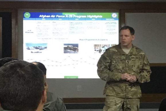FAB recebe visita de militares da USAF para tratar de apoio a treinamento de pilotos