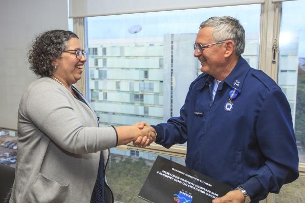 Comandante da FAB recebe Medalha do Mérito Ambiental do IBAMA