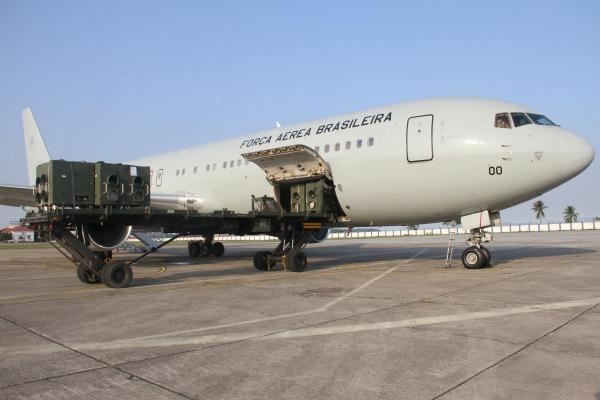 Esquadrão Corsário transporta remédios e equipe médica para Boa Vista