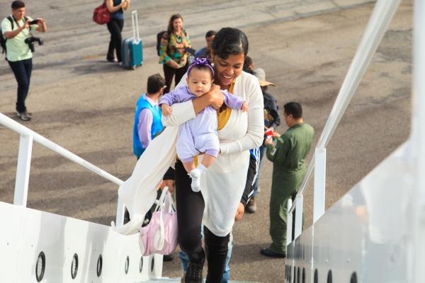 Com voo de Roraima para São Paulo, Força Aérea inicia transporte de venezuelanos