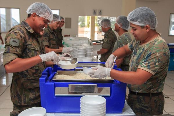 FAB passa a produzir 4.500 refeições diárias para imigrantes venezuelanos em RR
