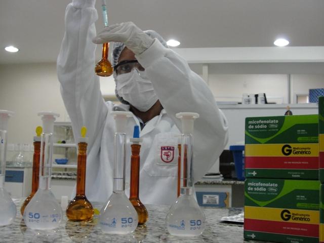 Laboratório do Exército atua na produção de medicamentos de alto custo, em prol da redução de preços