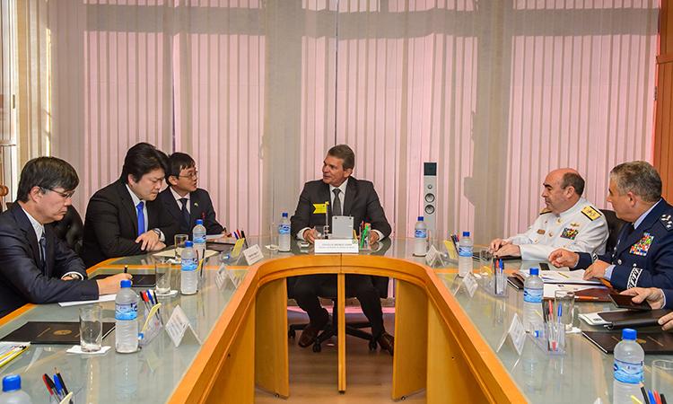 Brasil e Japão fortalecem cooperação na área de defesa