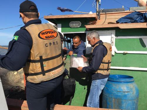 Capitania dos Portos do Rio Grande do Sul realiza inspeção naval em conjunto com Ibama